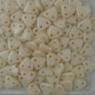 #17 10g Triangle-Beads 6mm - opaque white luster champagne