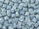 #02.02 10 Stck. 2-Hole Wibeduo 8mm Chalk White Baby Blue Luster